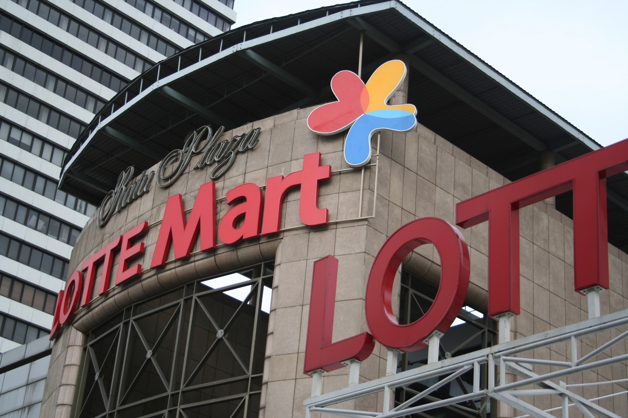 Lotte Mart Wake Up To Customer Service Bacon And Beer Required Rossrightangle