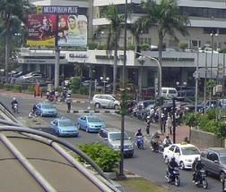 Starbucks_Jakarta_near_Sarinah_building_Jakarta