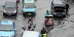 floodjokowi-baru-bisa-beri-sembako-belum-punya-solusi-banjir