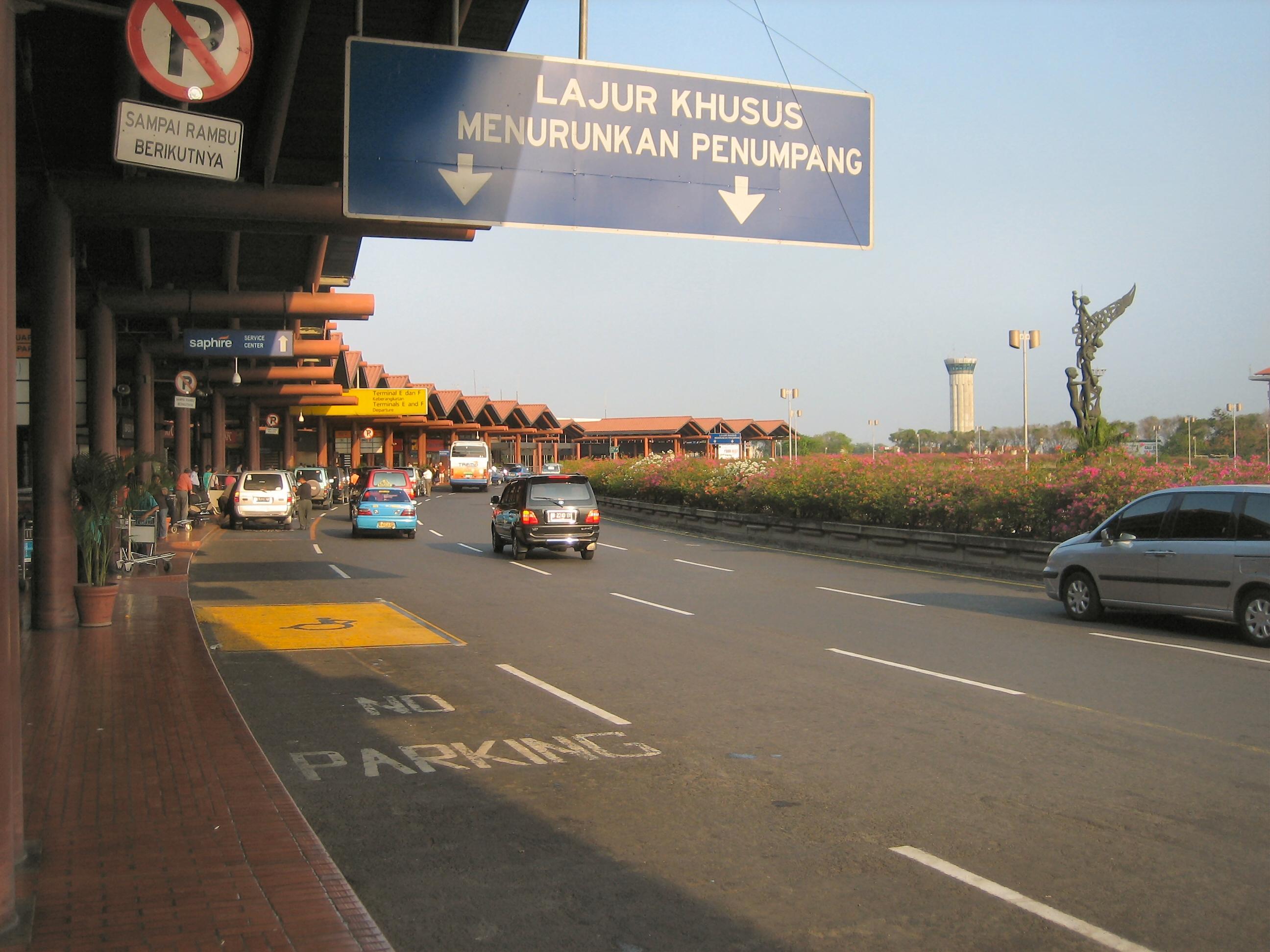 Jakarta Barat ke Bandara Soekarno Hatta - New Airport Bus ...