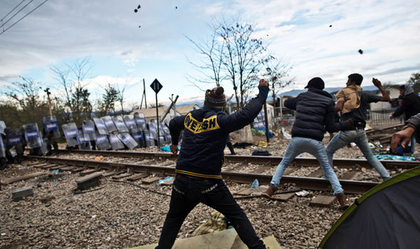 Migrants-hurl-rocks-in-riot-as-tough-new-fence-blocks-Greece-Macedonia-border-401680